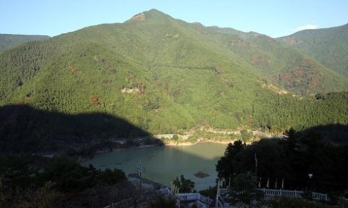神社からの白屋岳.JPG