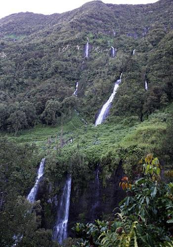 サラジ渓谷の滝.JPG