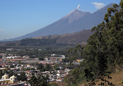 グァテマラのフエゴ山.JPG