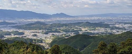 20201114国見櫓からの二上山.jpg
